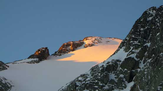 Alpenglow on a sub-bump on Joffre Peak