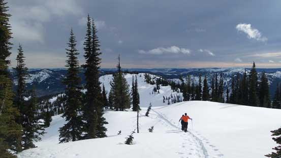 Plodding across the plateau towards the highest point