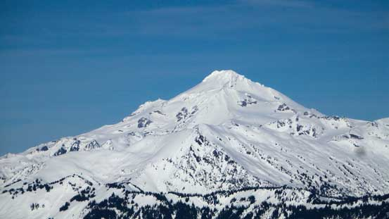This is a zoomed-in shot of Glacier Peak