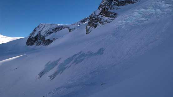 Neat glacier scenery.