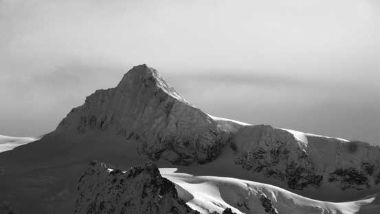 A zoomed-in view of the summit pyramid on Mt. Shuksan