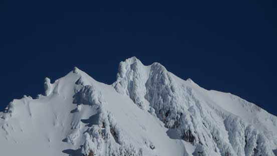 A zoomed-in view of Atwell Peak's summit. Patagonia in Squamish?! Mmm....