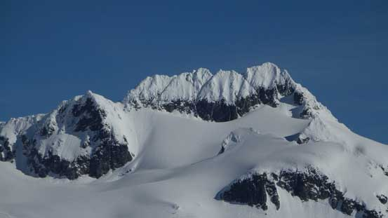 A zoomed-in view of the summit of Mamquam Mountain