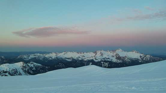 Just before alpenglow time, looking towards Twin Sisters Range