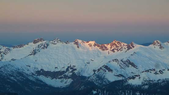 Alpenglow on other (unofficially named) peaks south of South Twin