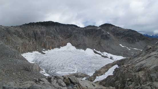 Ahead is that pocket glacier, and I had to lose height down to its outflow...