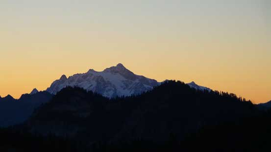Morning colours over the southern horizon. This is Mt. Shuksan