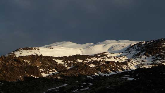 A zoomed-in of the snow capped summit.