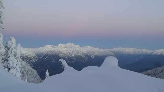 That pink horizon at dawn over the iconic Tantalus Range