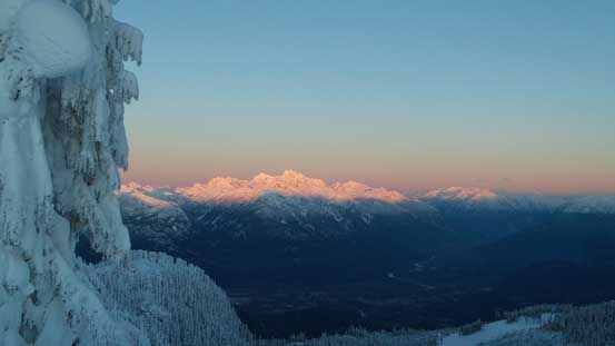Another picture of the Tantalus Range on glow