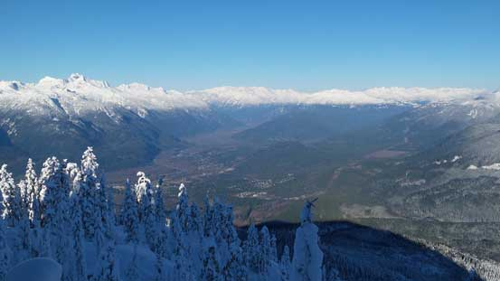The NW Ridge gives expansive vistas down the Squamish Valley