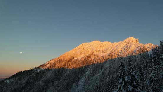 Alpenglow on the south face of Brunswick Mountain