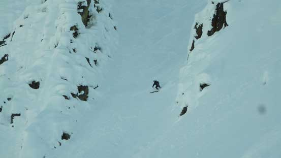 He mastered this couloir in a fraction of a second!