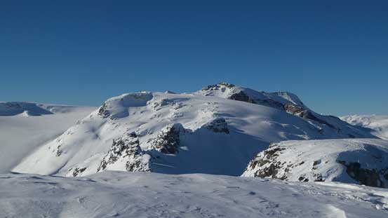 This rugged ridge eventually connects to Les Gendarmes on the Powdercap Icefield